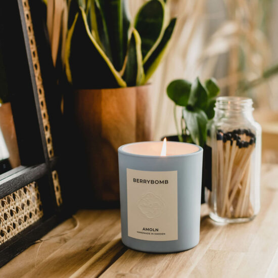 Berrybomb Scented Candle by Amoln
